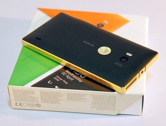 Золотой Nokia Lumia 930